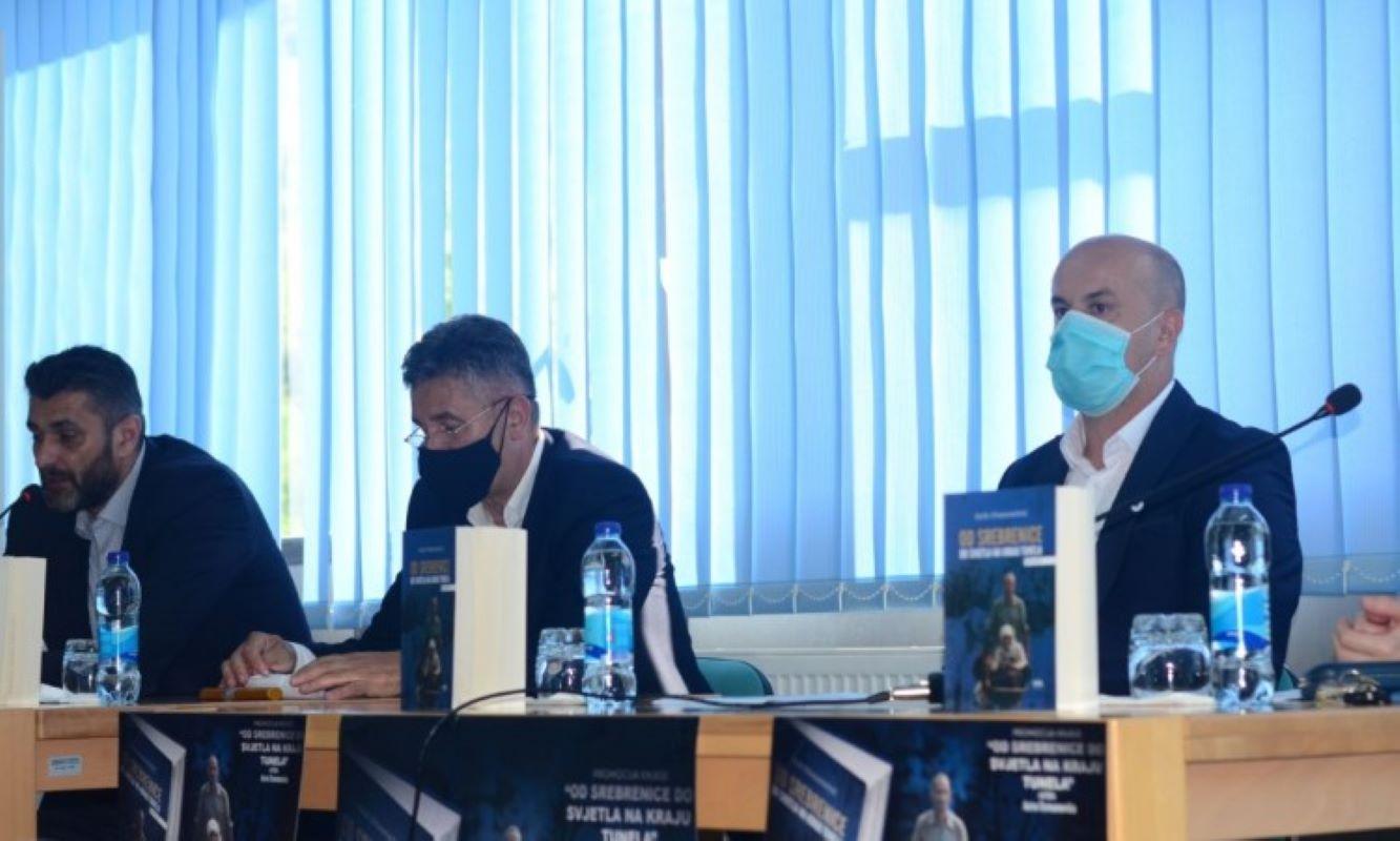 Potočari: Predstavljena knjiga 'Od Srebrenice do svjetla na kraju tunela'